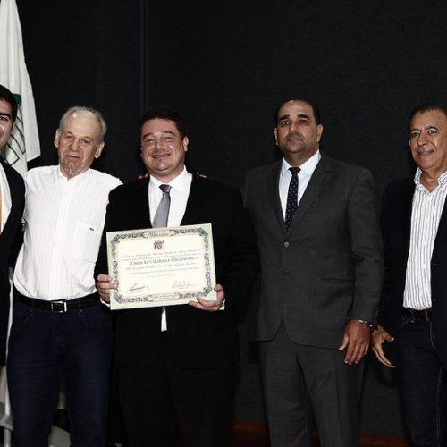 Felipe Toledo recebe Homenagem na Câmara